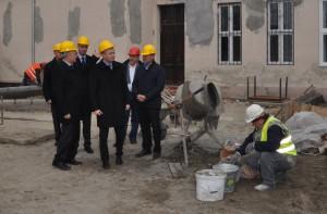 Na nádvorí budúceho Kultúrneho centra v Petrovci