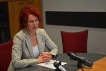 AKTUALIZOVANÉ: Slováci vpred vyzývajú Annu Tomanovú Makanovú, aby odstúpila z postu predsedníčky NRSNM