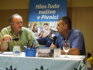 Profesor Janko Brňa (vpravo) v rozhovore s autorom v Pivnici