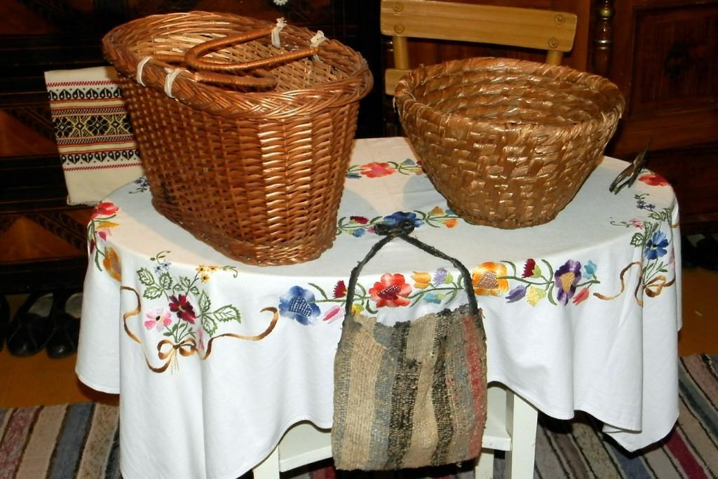 Jablká a orechy sa pre spevárov uschovávali v košíkoch, slamienkoch a tkaných vreckách