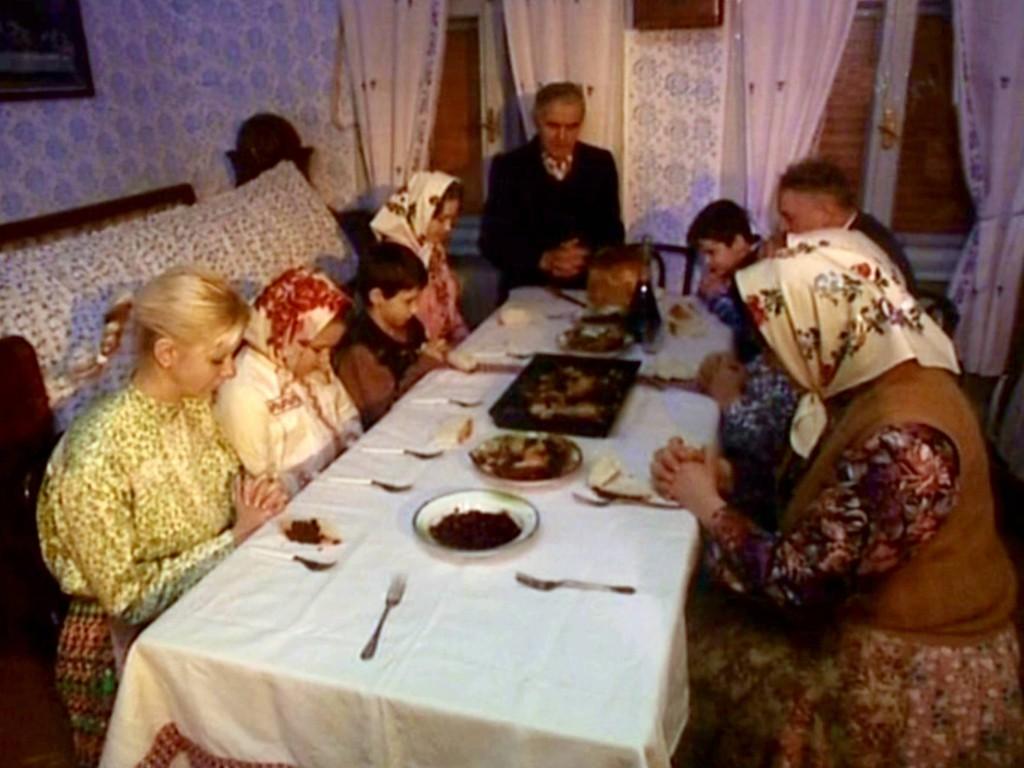 Pre Vianoce je príznačný Štedrovečerný stôl, za ktorým sa v minulosti zoskupovala celá rodina