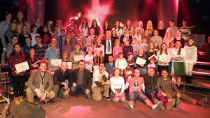 Detský spevácky zbor ZŠ je neodmysliteľným prvkom tohto podujatia (na snímke sú väčšia časť účastníkov)