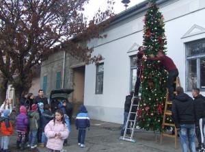 Atmosféra z centra Kulpína – stromček pre všetkých občanov je vyzdobený