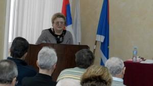 Rozhodnutie orozpočte podporila aj opozícia (na snímke za rečníckou tribúnou:Alžbeta Marková, vedúca obecného oddelenia pre financie)