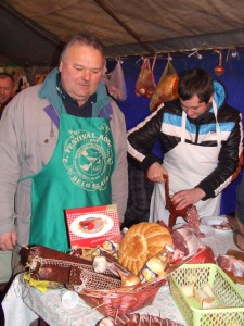 Minuloročnej súťaže sa zúčastnili aj majstri na výrobu klobás z Padiny.