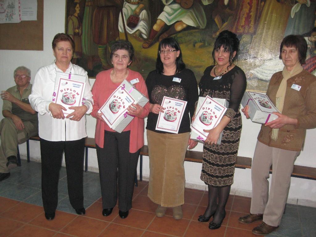 Víťazi s diplomami a odmenami: Terézia Hudecová, Anna Petráková Uivana Benčíková Božana Cvejićová a Anna Madacká (z ľava)
