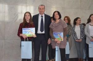 Sabina Sucháneková so školiteľkou Evkou Omastovou a dekanom FIMEK prof. Dr. Draganom Solešom