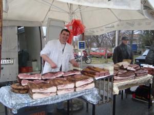 Nechýbala ani bohatá ponuka klobás a ostatných mesových maškrt, predovšetkým – šunky a slaniny