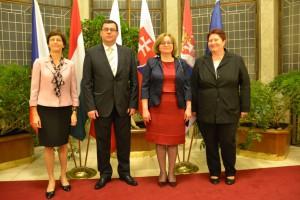 Predstavitelia V 4 na veľvyslaneckej úrovni: Ivana Hlavsová (Česka republika), Attila Pintér (Maďarsko) ), Hanna Dalewská-Greń (Poľsko, chargé d,affaires) a Dagmar Repčeková (Slovenská republika)