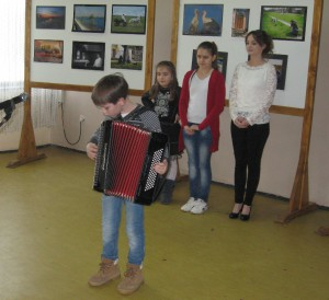 Vojlovičan Andrej Krištofík na harmonike zahral na slovenskú ľudovú nôtu