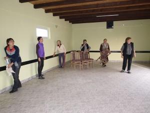 Kysáčske penzistky upratujú vynovenú miestnosť FK Tatra