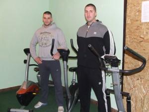 Bratia Beratovci sami kupujú cvičné náradie
