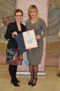 Ďakovnú listinu prebrala aj zodpovedná redaktorka Hlasu ľudu V. Dorčová-Valtnerová