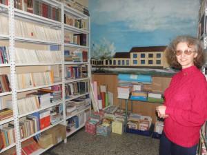 Na radost i profesorky Jarušky Ferkovej do knižnice pribudli nové knihy