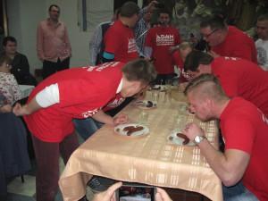 Jedáci v skutkoch: Víťaz Pavel Kokavský tretí z prava