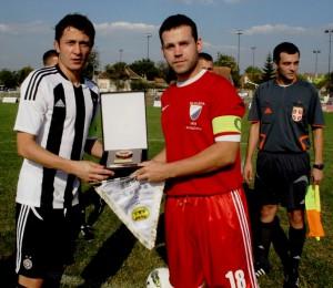 Saša Ilić (na snímke s kapitánom kovačickej Slávie Vlastom Dudášom) prekonal rekord Momčila Vukotića