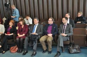 Delegácia sa najprv zasavila v budove lokálnej samosprávy v Petrovci....