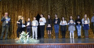 Miodrag Petrović a recitátori staršej a strednej vekovej skupiny, ktorí postúpili na ďalšie súťaženie