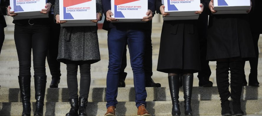 Srbská pokroková strana prvá odovzdala volebnú listinu