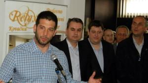Veľtrh zamestnávania slávnostne otvoril Vanja Udovičić, minister pre mládež a šport RS (na snímke prvý zľava)