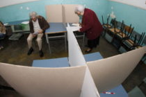 V Srbsku sú mimoriadne republikové a riadne pokrajinské a lokálne voľby