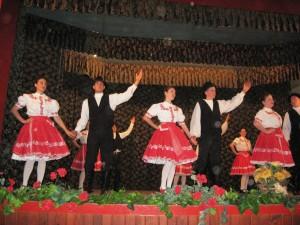 Bieloblatskí matičiari vo víre slovenských ľudových tancov
