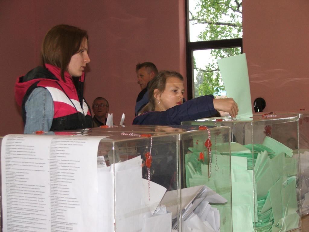 Záber z volieb v Kysáči (Foto: E. Šranková)