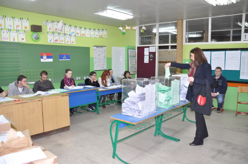 Tri volebné miesta v Petrovci boli v učebniach ZŠ Jána Čajaka