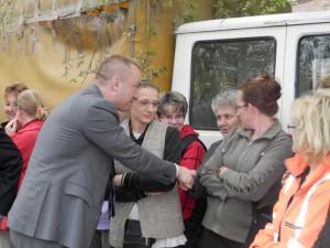 Bojan Pajtić podal ruku aj robotníčkam hložianskeho skleníka