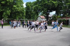 Na štartovacej čiare maturantky petrovského gymnázia