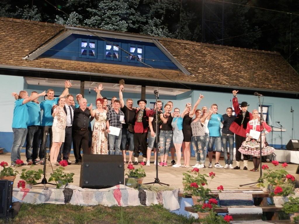 Záverečný obraz 46. FFTT: radosť absolútnych víťazov KOS Jednota Hložany