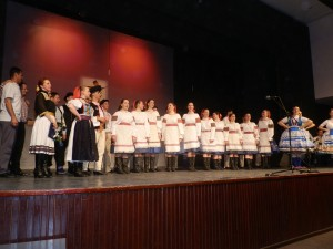Všetci účastníci programu v záverečnom bode koncertu