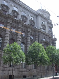 Vláda Srbska dodnes pokračuje v praxi podnecovania investorov sumou od 3 000 do 7000 eur na jedno pracovné miesto