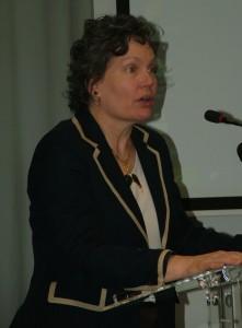 Doterajšia podpredsedníčka vlády Kori Udovički mala neľahkú úlohu redukovať počet zamestnaných v štátnej správe