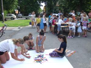 Kreatívna dielňa zoskupila veľa detí (Foto: V. Dorčová-Valtnerová)
