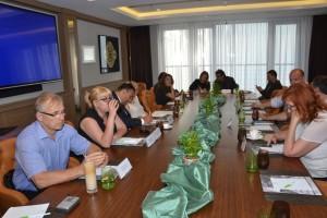 Pohľad na členov zhromaždenia Asociácie médií