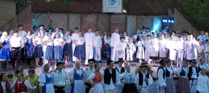 V DULOVCIACH: Padinská Holubička a selenčský Orchestrík