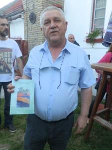Miroslav Macháč v Krčedíne so svojou najnovšou knihou