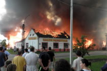 Veľký požiar v predajni nábytku v Kovačici!