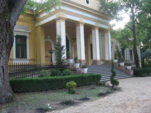 Park a kaštieľ v Hajdušici pre potreby nahrávania seriálu dostali celkom iný, vznešenejší výhľad