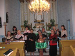 V rámci slávnostných bohoslužieb zaspieval aj domáci cirkevný spevokol Elpis