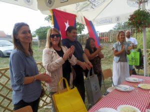 Účastníkov regaty pozdravili Majra Rauiz Garcia, veľvyslankyňa Kuby v Belehrade a Đorđe Radinović, predseda Obce Stará Pazova (v strede)  (Foto: A. Lešťanová)