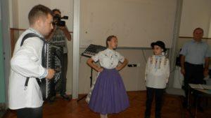 Ivana Megová a Ivan Petrovič za hudobného sprievodu harmonikára Vladimíra Halaja