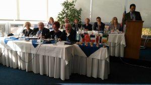 Pracovná časť rokovania - pracovné predsedníctvo, diskutuje César Emilio Mangiaterra z Argentíny (Foto: S. Žiak)