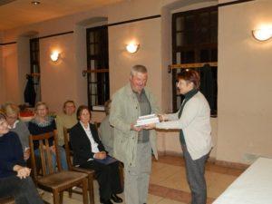 SŽ Slovenka darovala knihy matičnej knižnici vHložanoch (Foto: J. Bartoš)