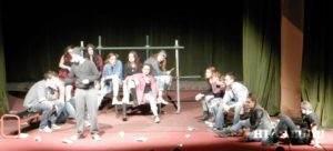 Okamih zo včerajšej premiéry divadla v prednese kovačických gymnazistov