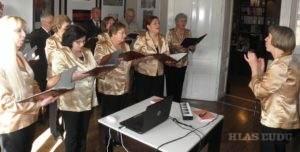 Skladbu Martina Kmeťa Božská iskra zaspieval zbor zo Šafárika