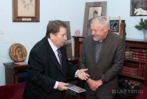 V malom salóne Združenia spisovateľov Srbska v Belehrade: (zľava) Radomir Andrić a Miroslav Bielik (Foto: Milan Panić)