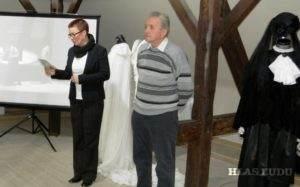 Momentka zo slávnostného otvorenia výstavy. Z ľava: Anna Chrťanová-Leskovac a Pavel Povolný-Juhás