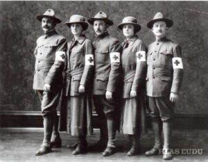 Guča ako lekár dobrovoľník v prvej Svetovej vojne(v strede)